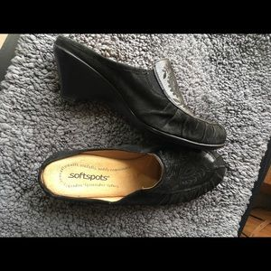 Softspots Womans slip on loafers black EUC 8.5W